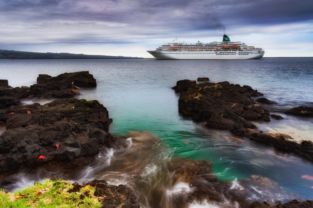 Cruise ship passing Hilo, Hawaii by Marcel Fuentes