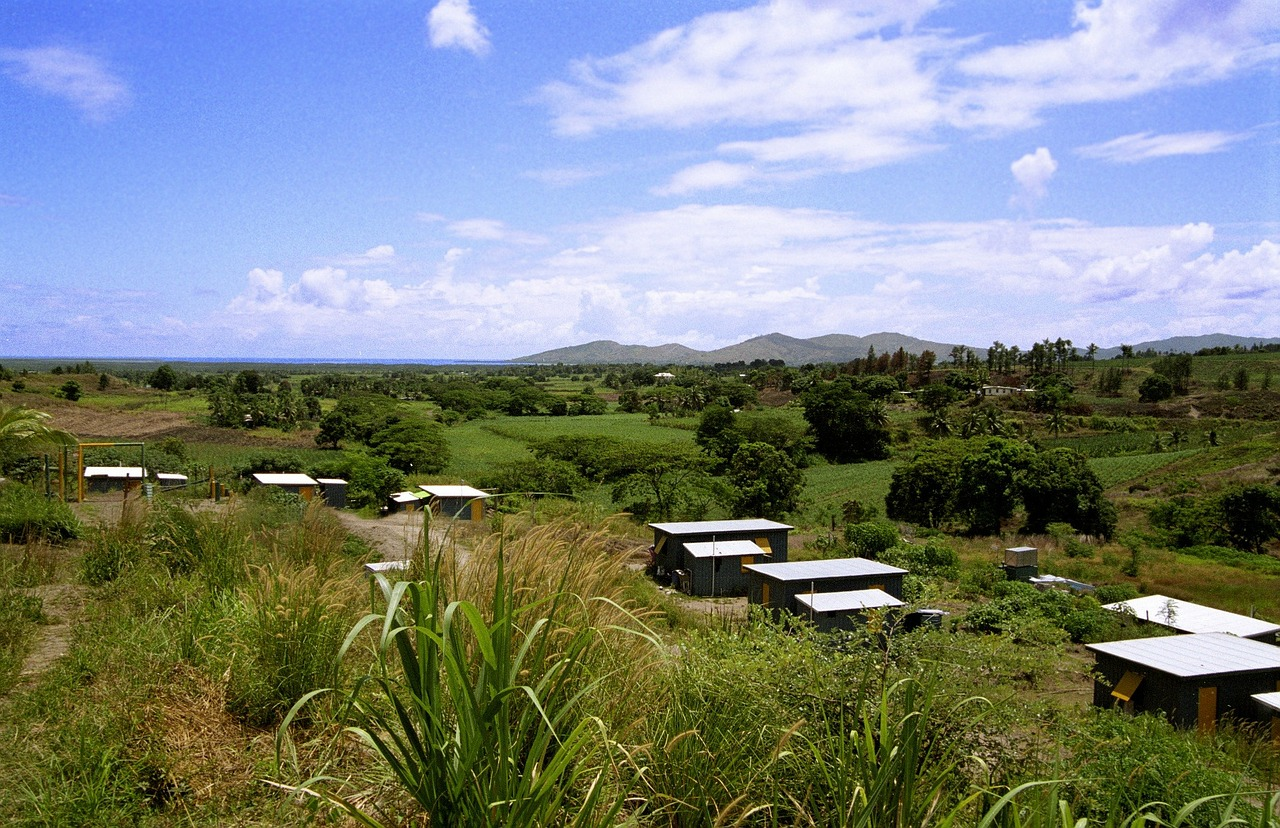 Driving in Fiji you see beautiful landscapes, villages, volcanic mountains and ocean