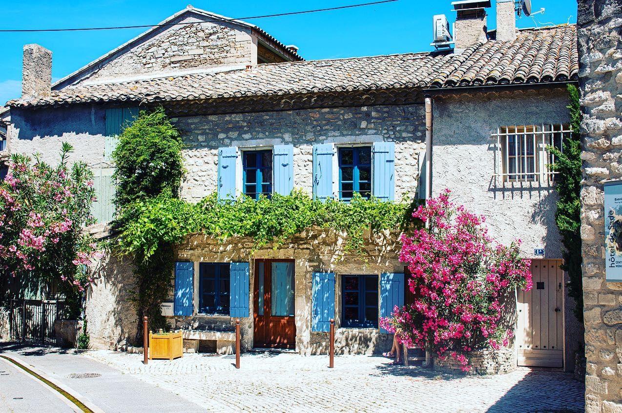 icturesque stone house in Saint-Rémy-de-Provence